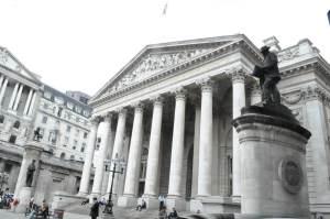 bank_of_london_nun1.jpg w=590&h=391